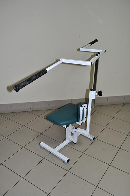 Urządzenie do ćwiczeń rotacyjnych górnej części tułowia z taboretem korekcyjnym