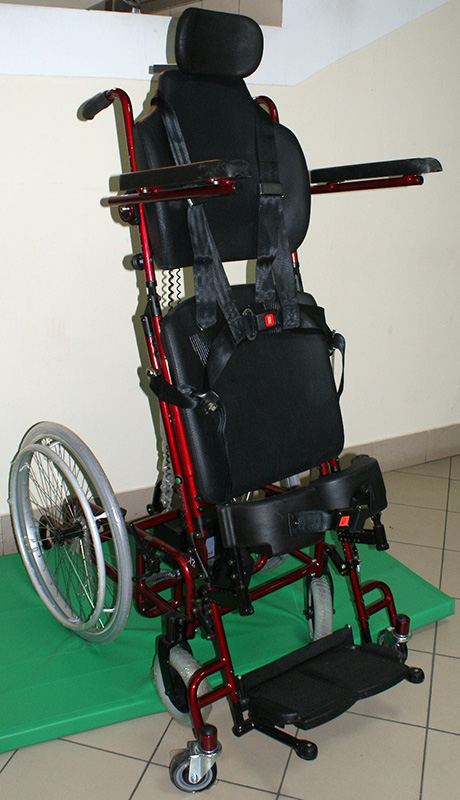 Wózek inwalidzki z pionizacją